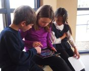 Children_playing_a_game_on_an_iPad / Actionspiele